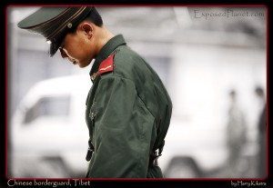 Chinese border guard at Nepal -Tibet border © ExposedPlanet.com Images, all rights reserved
